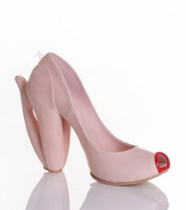 chaussure-poupee-gonflable